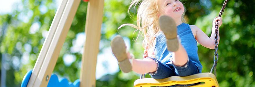 portiques et balançoires pour enfants